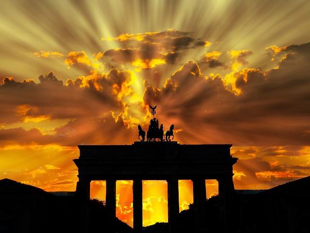 Brama Brandenburska - Tłumaczenia Koncepcja