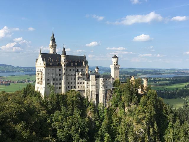Neuschwanstein - Tłumaczenia Koncepcja